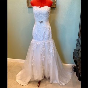Strapless fit & flare wedding gown in size 2-6